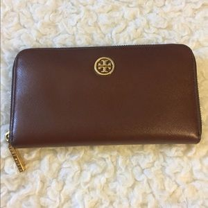 Tory Burch Wallet Robinson Continental  Chocolate